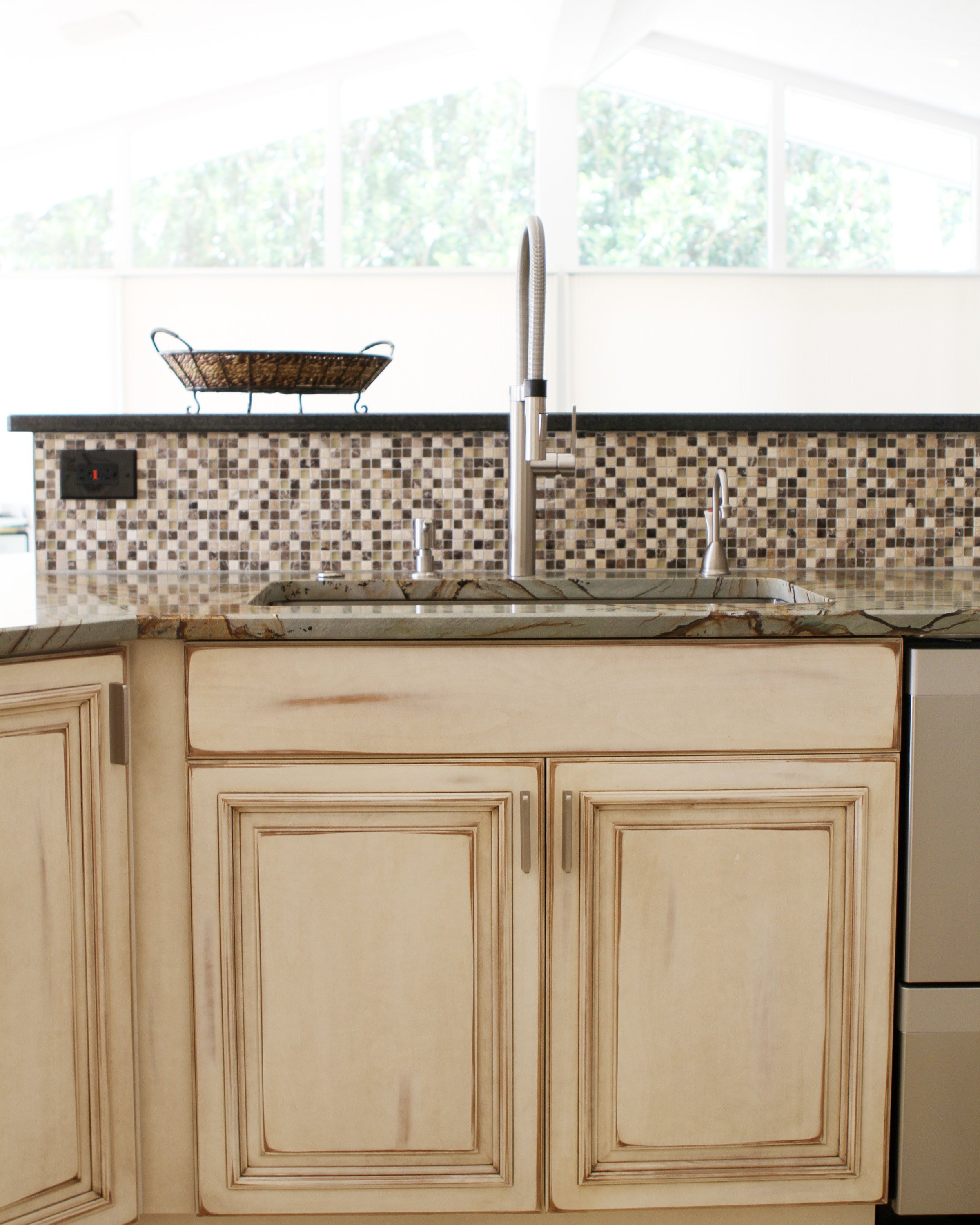 Kitchen remodel franklin tn carriage house custom homes for Carriage house kitchen cabinets